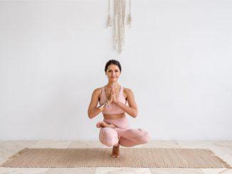 woman focusing on pilates exercise