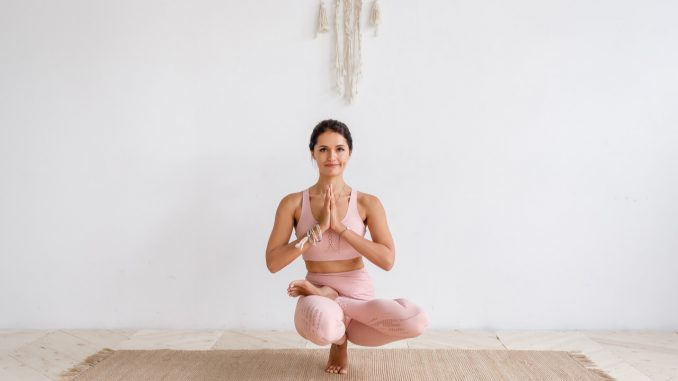 woman focusing on pilates exercise